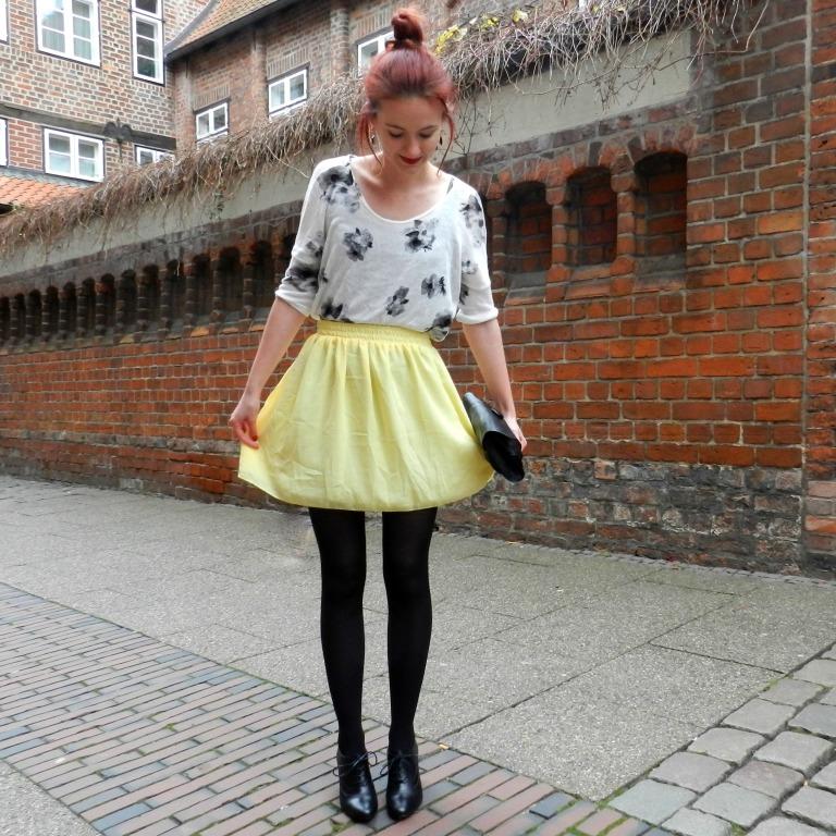 1_yellowskirt