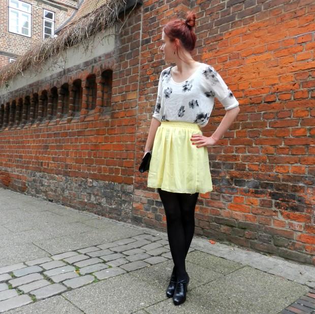 3_yellowskirt
