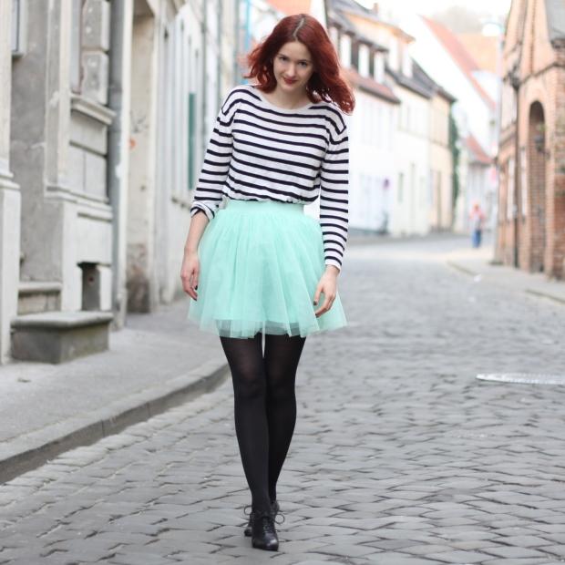 16_outfit_mintgrüner tüllrock gestreiftes Shirt