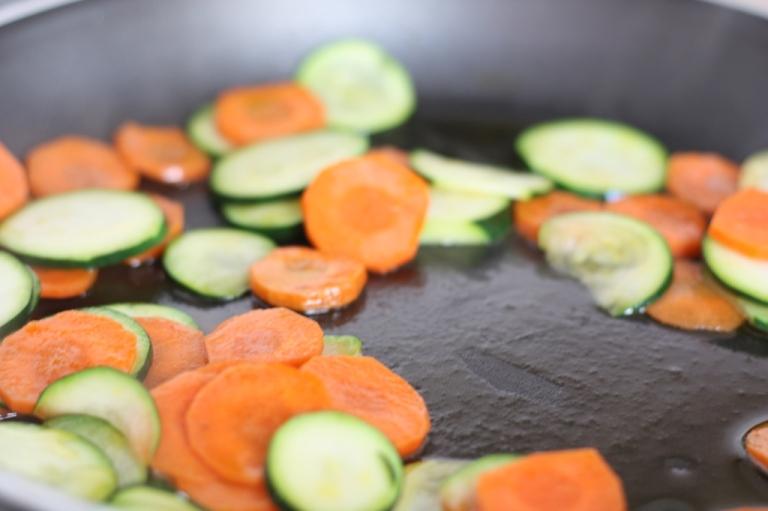 3__Pasta_mit Halloumi Gemüse Mandeln Mohn