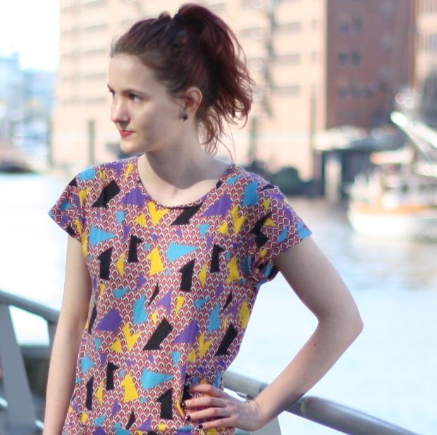 2_geometrics_outfit_geometrische muster-kleid