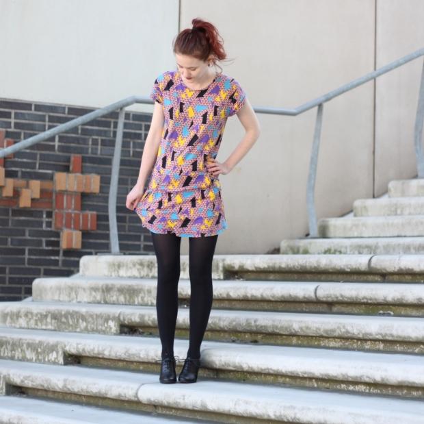 3-1_geometrics_outfit_geometrische muster-kleid