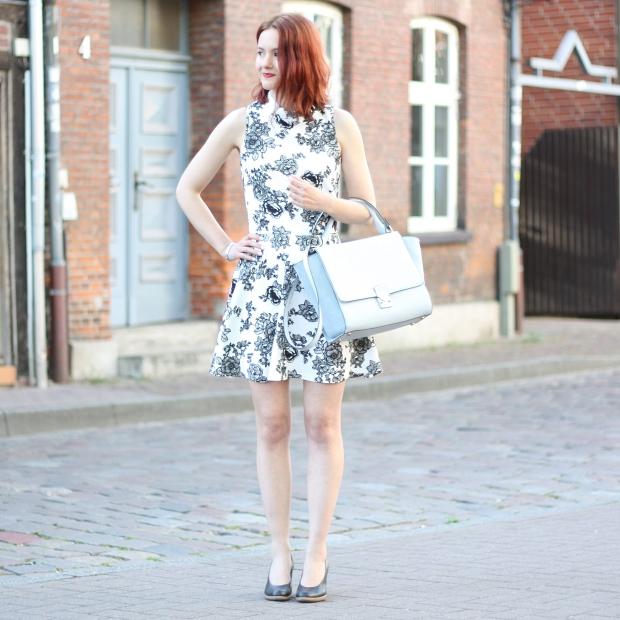 1_titel_outfit_trapez tasche_blumenkleid mit kragen
