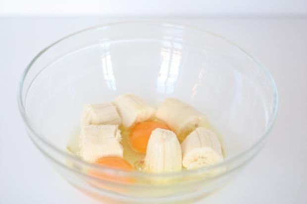 2_Bananen-Pfannkuchen mit Pfirsich und Himbeeren
