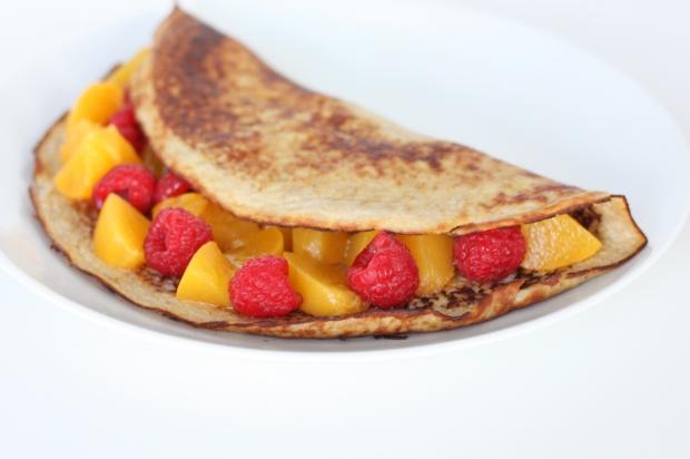 7_Bananen-Pfannkuchen mit Pfirsich und Himbeeren