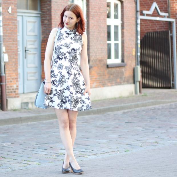 9_outfit_trapez tasche_blumenkleid mit kragen