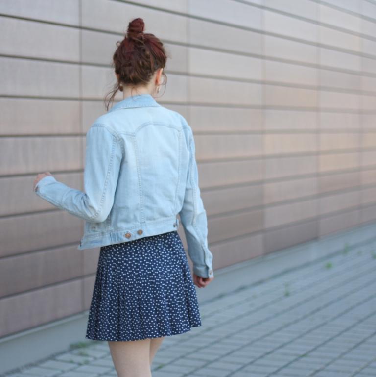 5_outfit_faltenrock_jeansjacke