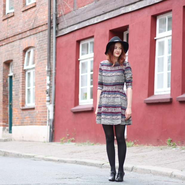 8_Outfit gemustertes Kleid Fashion ID