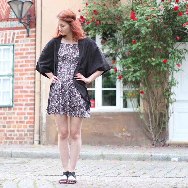 5-2_outfit_kleid carmen blumen_headchain