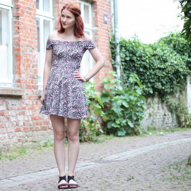 5_outfit_kleid carmen blumen_headchain