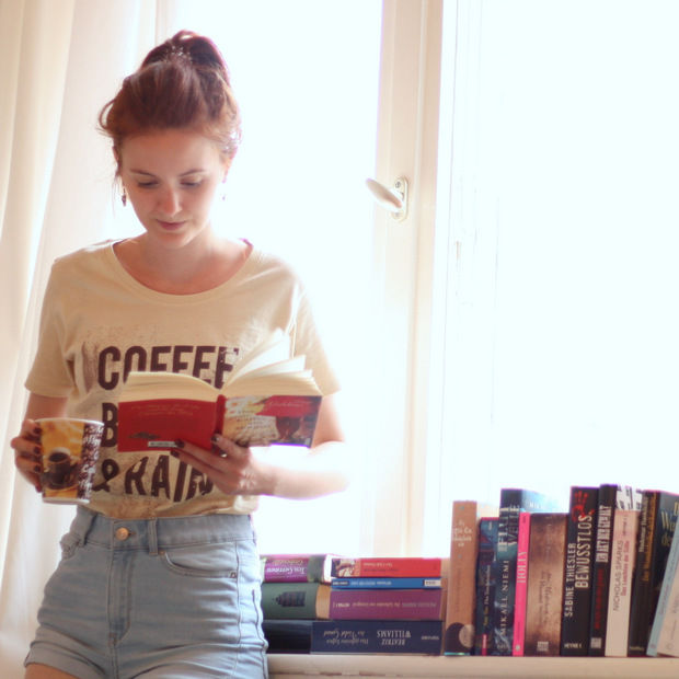 Modeblog_Outfit_Shirt_Kater Likoli_Coffee Books Rain (2)