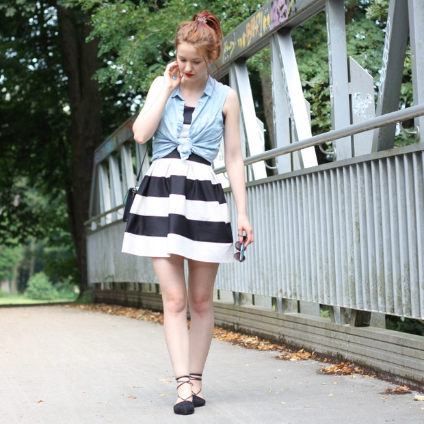 Outfit_gestreiftes Kleid Jeanshemd Lace up flats (4)