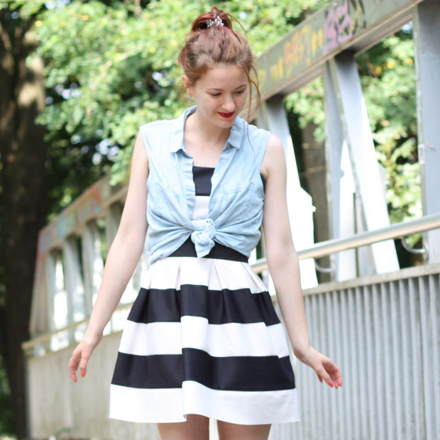 Outfit_gestreiftes Kleid Jeanshemd Lace up flats (5)