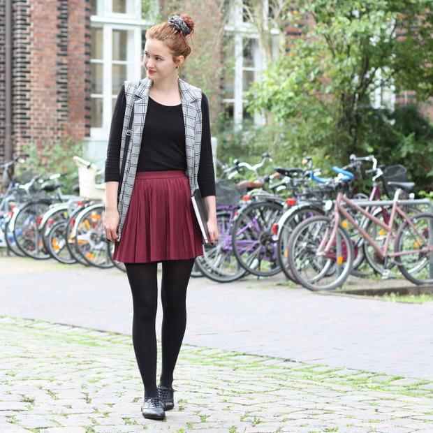 Modeblog_Outfit_back to school_Faltenrock_lange Weste_Budapester_New Look (3)