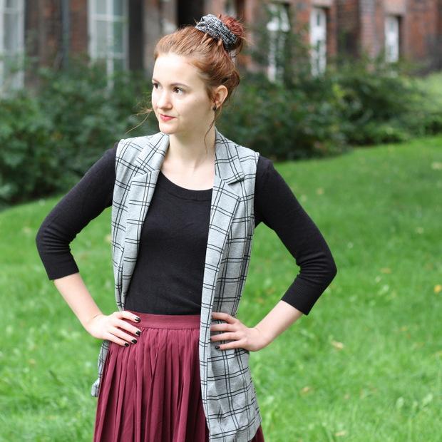 Modeblog_Outfit_back to school_Faltenrock_lange Weste_Budapester_New Look (6)