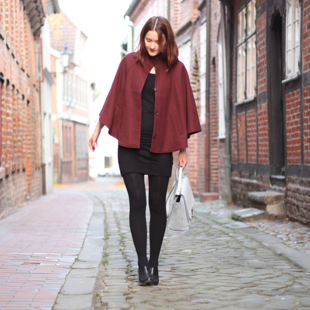 5_modeblog_outfit_Streetstyle_cape_herbst_kleid_trapezbag