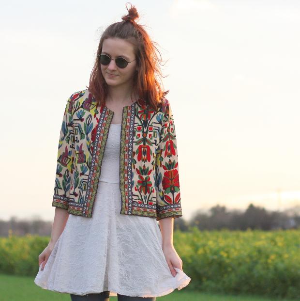 4_modeblog_poetischer blog_outfit_half bun_spitzenkleid_vintage jacke_sonnebrille_retrolondon_sweeney