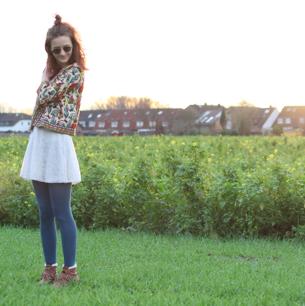 7_modeblog_poetischer blog_outfit_half bun_spitzenkleid_vintage jacke_sonnebrille_retrolondon_sweeney