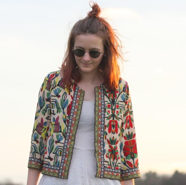 8_modeblog_poetischer blog_outfit_half bun_spitzenkleid_vintage jacke_sonnebrille_retrolondon_sweeney