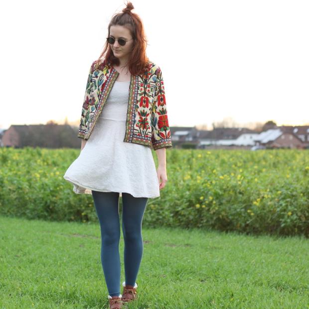9_modeblog_poetischer blog_outfit_half bun_spitzenkleid_vintage jacke_sonnebrille_retrolondon_sweeney