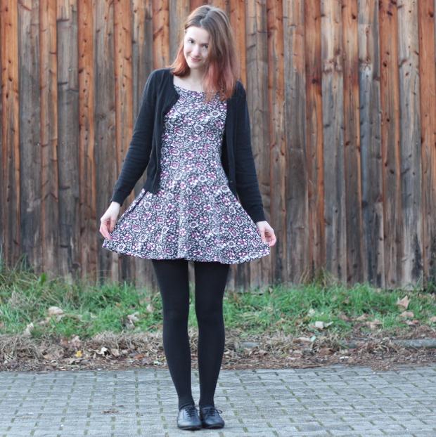 Outfit_Modeblog_Kleid_Blümchenkleid_Budapester_Herbst_Winter_2