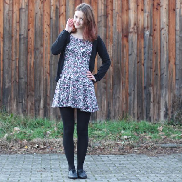 Outfit_Modeblog_Kleid_Blümchenkleid_Budapester_Herbst_Winter_3