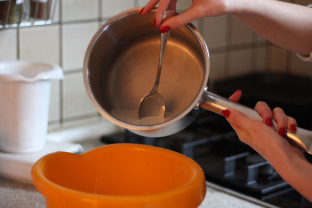Gegrillte Pancakes mit Aprikosenragout