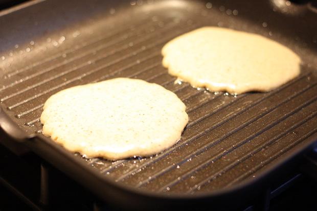 Gegrillte Pancakes mit Aprikosenragout4