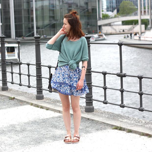 Kleid und rosegoldene Birkenstocks 1