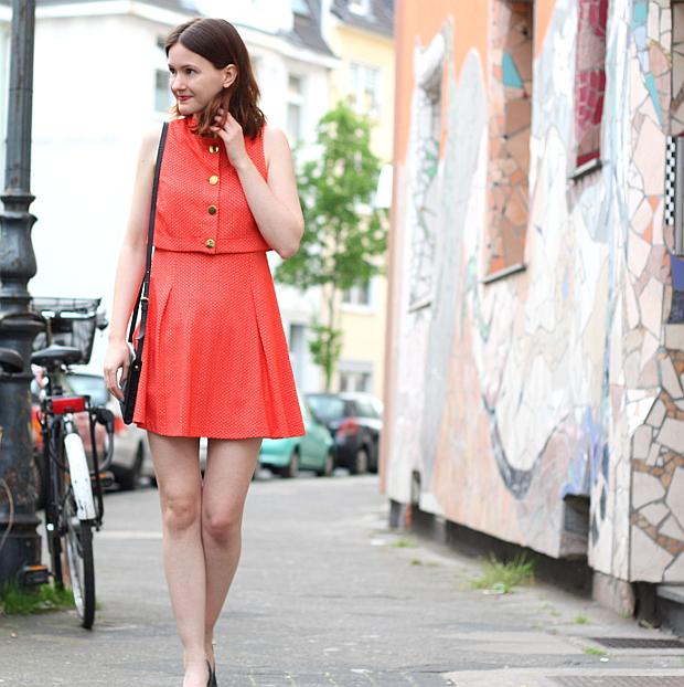 Modeblog Düsseldorf Streetstyle Outfit Farben Vintage Kleid (7)