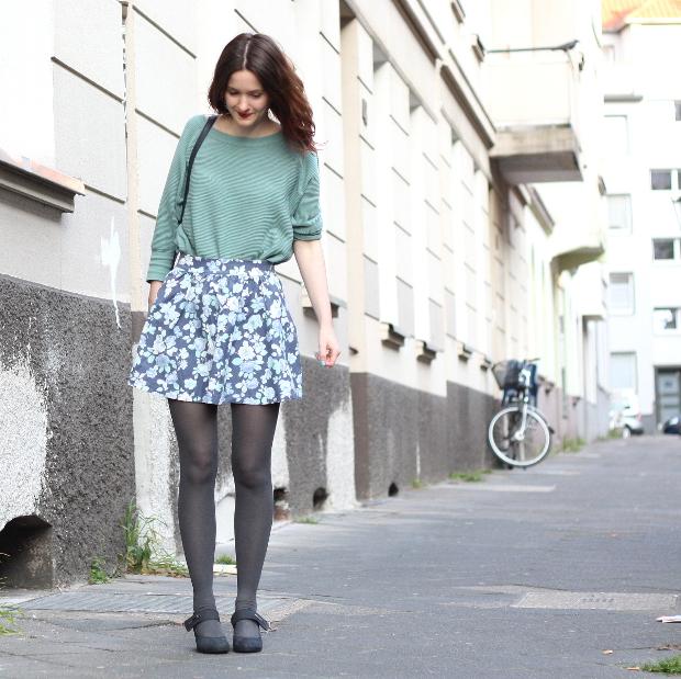 Modeblog_Fashionblog_Düsseldorf_Outfit mintgrünes Shirt geblümter Rock 1