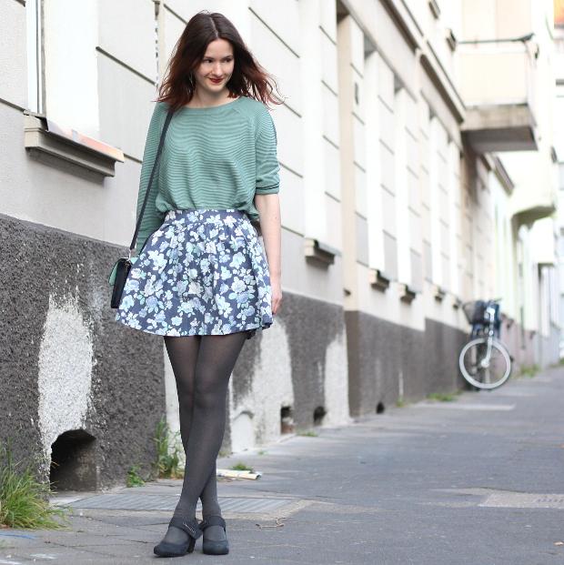 Modeblog_Fashionblog_Düsseldorf_Outfit mintgrünes Shirt geblümter Rock 2