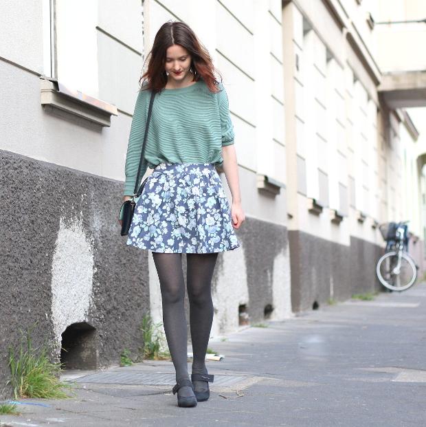 Modeblog_Fashionblog_Düsseldorf_Outfit mintgrünes Shirt geblümter Rock 3